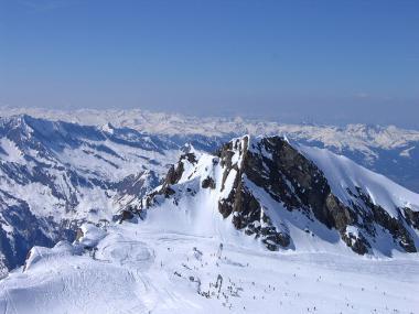 Rakouský lyžařský areál Kitzsteinhorn v zimě
